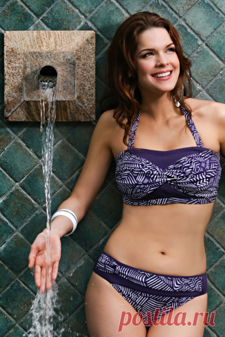 Ziane Sabi Mora Mastectomy Bikini The Jamu purple and white bikini is perfect for those who want to avoid strap lines, as the bikini comes with detachable straps. The bikini's rushed centre front design is flattering and will draw focus to all the right places. Size 32 (Size 8 UK)...