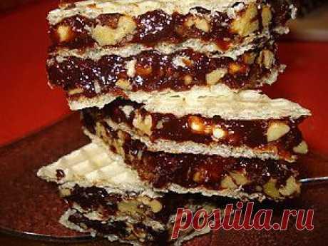 FLUDN - el postre sabroso con los barquillos, las nueces, la miel. ¡Pero es muy alto en calorías!