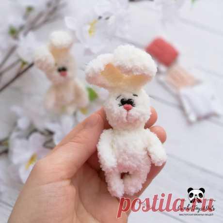 PDF Плюшевый мини зайчик крючком. FREE crochet pattern; Аmigurumi doll patterns. Амигуруми схемы и описания на русском. Вязаные игрушки и поделки своими руками #amimore - Заяц, плюшевый зайчик, кролик, маленький зайчонок, зайка из плюшевой пряжи, крольчонок.