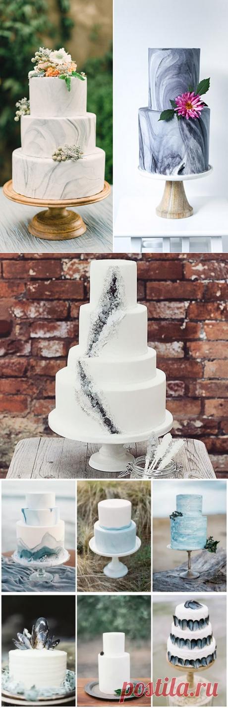 Модные свадебные торты 2017 с имитацией мрамора и минералов и камней.