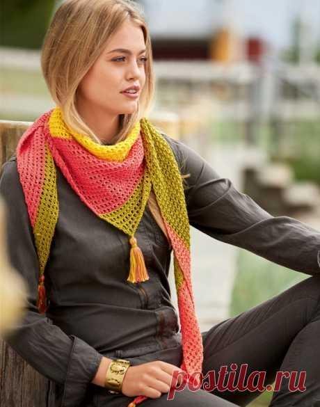 Асимметричный четырехцветный платок с кисточками