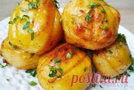 Изумительно вкусный картофель в духовке Всем большой привет! Готовим изумительно вкусный, ароматный картофель, с хрустящей корочкой снаружи и нежной мякотью внутри.Ингредиенты Картофель – 1 кг.Сванская соль – 1/3 ч.л.Лимонный перец – 1/2-1 ...