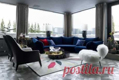Представляете оазис в центре Москвы? Владельцы этих апартаментов могут не только представить собственный эдем, но и жить в нём! Подробнее о необыкновенном дизайнерском решении и роскошном интерьере двухуровневой квартиры — в нашем сегодняшнем материале