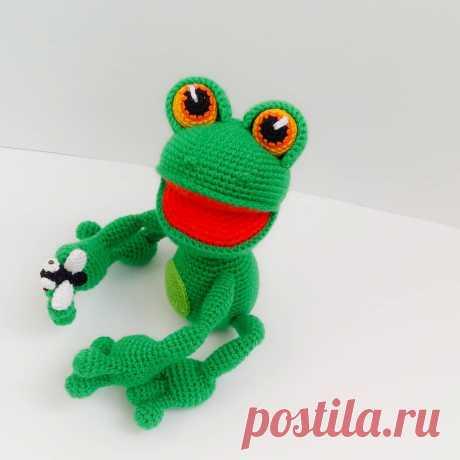 Мастер-класс по вязанию крючком лягушки с мушкой #схемыамигуруми #амигуруми #вязанаяигрушка #игрушкикрючком #вязанаялягушка #amigurumipattern #crochetpattern #amigurumifrog #crochetfrog