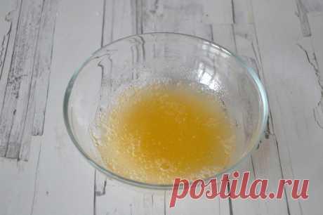 ЧУДО-ЖЕЛАТИН  Пару недель назад испробовала на себе рецепт приёма желатина по утрам...Утверждаю что это просто чудо и рекомендую Вам!  10 дней по утрам я пила вот такой коктейль:  С вечера заливала 1 ч.лож обычного желатина стаканом кипячёной воды(комнатной темп) Утром выжимала сок с двух апельсинов и в блендере смешивала с желатиновой водой-1-2 секунды.Сразу выпивала...натощак...кушала через пол часа.  Курс 10 дней,10 дней перерыв...желательно повторить 3 курса.  Можно пи...