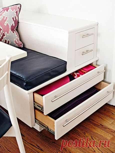 Удобные ящики для хранения можно сделать и в кухонном диванчике