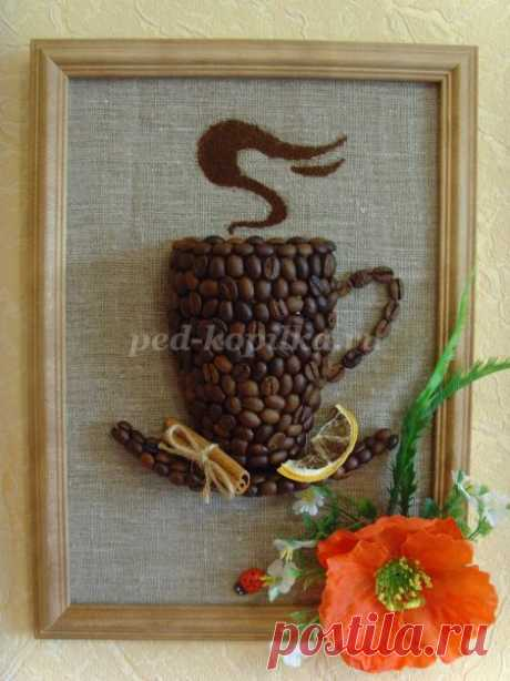 Panel from coffee grains the hands. Master class: Coffee cup