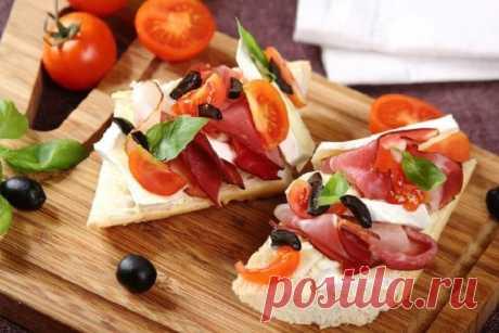 Бутерброды с ветчиной и помидорами с сыром бри – пошаговый рецепт с фото.
