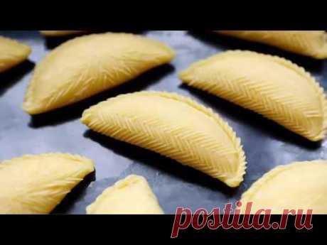 Azerbaijani sweets of Shekerbur. Ingredients: opara-(1\/3 tsps of a sukh.drozhzha, sugar 1\/3 of h l + 2-3 Art. of l milk) flour-750gr, oil-270gr, sour cream-200gr. eggs-3...