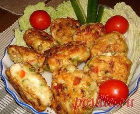 Рецепт очень вкусных и полезных котлет из куриного мяса с овощами и сыром. Вкус у этих котлет получается очень пикантный и необычный - Простые рецепты Овкусе.ру