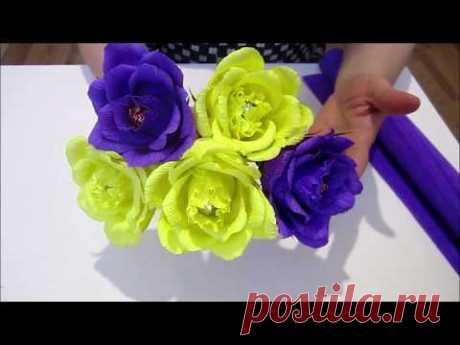 Розы из гофрированной бумаги с конфеткой. Цветы из гофрированной бумаги.