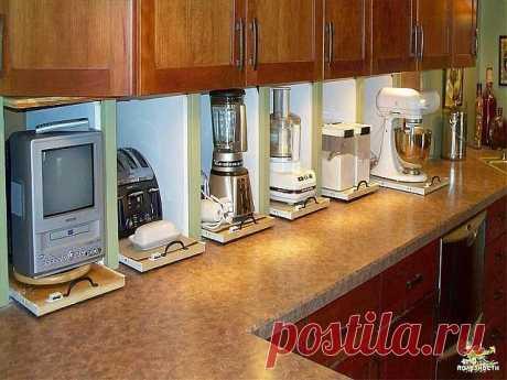 Мою всё.... Посуду, мебель, внутри шкафов, плитку, линолеум, бытовую технику, выключатели, батареи. Моментально отмывает. Все блестит. Делаю раствор: 1,5 л. теплой воды + 2 ст.л. соды питьевой + 2 ст.л. уксусной эссенции + 1 ст.л. лимонной кислоты. Посуду ополаскиваю. Шкафы протираю сверху мягкой тряпкой, которую кладу в этот же раствор на несколько минут и прополаскиваю. #хозяйке