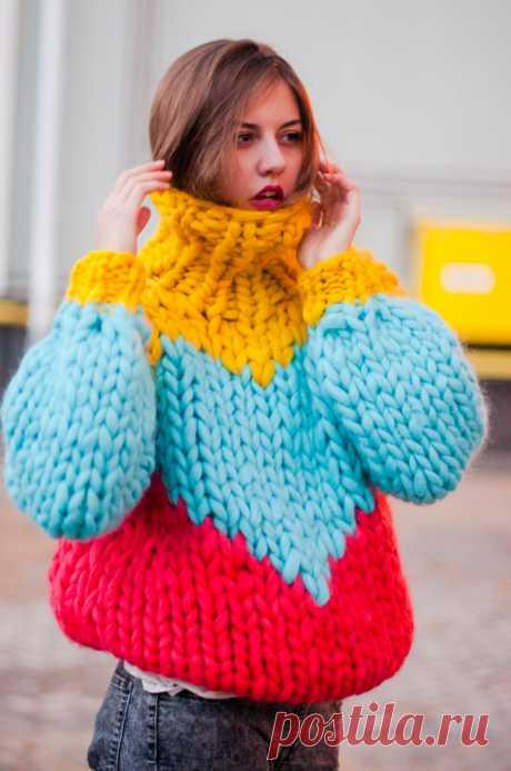 Женский Свитер Крупной Вязкой — Тренды 2018 [Схемы] Женский свитер крупной вязкой – вещь довольно универсальная и модная. С его помощью можно создать множество интересных образов. Рассмотрим актуальные фасоны, узоры и цвета