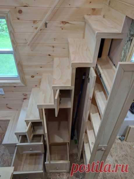 Практичная лестница с ящиками