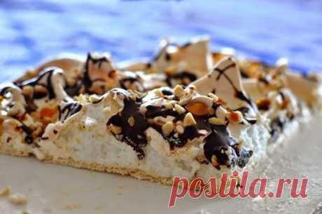 """La torta de \""""Pavlov\"""" con las nueces y el chocolate"""