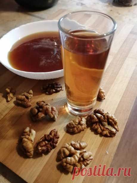 Подсказали рецепт настойки на грецких орехах и мёде. Попробовал. Делюсь... | Самогон ТВ | Яндекс Дзен