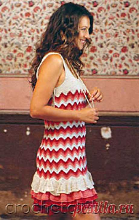 Вязаное платье с воланами