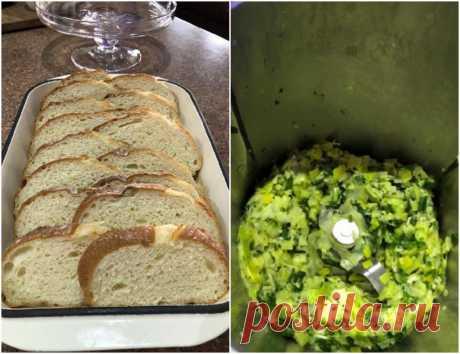 Положить кусочки хлеба на противень и залить вкусной заправкой с маслом и луком: запекаю блюдо и подаю на обед
