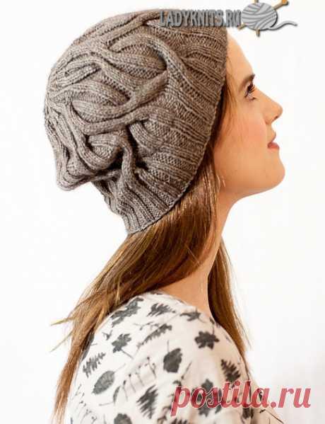 Вязаная спицами модная женская шапка с косами.