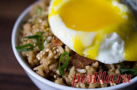 Как приготовить жареный рис на завтрак | Вилка 🍽️ Ложка 🥢 Палочки |