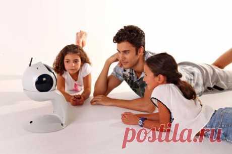 Домашний робот-конструктор для детей и взрослых, которого можно научить, чему угодно   Чёрт побери Робот-конструктор для детей и взрослых. Если хочется расположить интерес ребенка науке и технике, стоит купить ему робот-конструктор, с возможностью изменения системы при помощи языков программирования. Такая «игрушка» подойдет не только для самых маленьких, но и для тех, кто уже давно не посещает детскую площадку. Интересный аппарат. В наши дни робототехника и «умные» технол...
