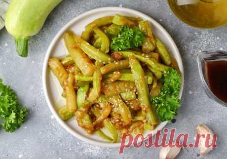 Жареные кабачки с чесноком и соевым соусом за 15 минут | Меню недели