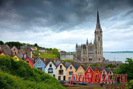 КОРК, ИРЛАНДИЯ.  Расположенный в живописной южной части Ирландии, город Корк, является третьим по величине после городов Белфаст и Дублин. Будучи достаточно крупным морским портом, Корк связан с Кельтским Морем лишь узеньким каналом под названием Пассаж Вест. Сам по себе город расположился на острове, и попасть на него можно, лишь проехав через многочисленные мосты. Старых строений в Корке почти не осталось. Тем не менее, немногочисленные памятники XVIII века здесь ещё встречаются.