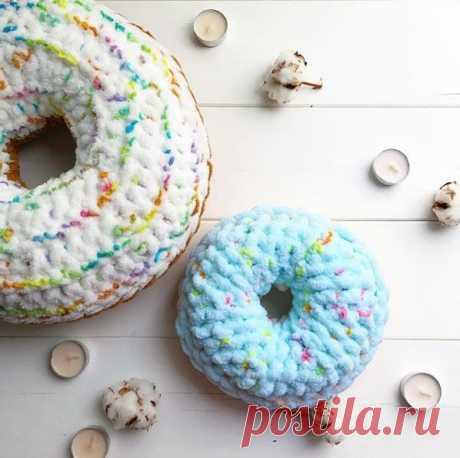 Как связать подушку-пончик крючком