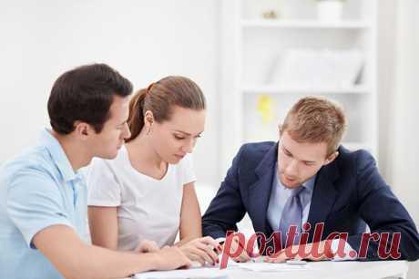 Обязательно ли оформлять сделку покупки-продажи жилья через нотариуса? Через кого безопаснее оформлять сделку покупки-продажи недвижимости? Через риелтора или достаточно нотариального оформления?