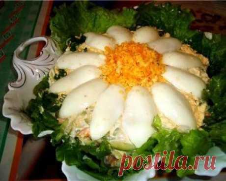 """Салат """"Пальмира""""  острый и нежный одновременно, его приготовление  занимает от силы 10 мин. Украсить салат по своему усмотрению."""