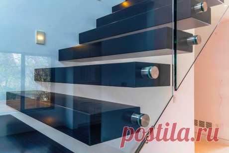 Консольные лестницы со стеклянным ограждением