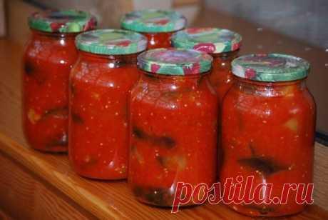 Баклажаны в томатной заливке на зиму  Баклажаны нашли прекрасное сочетание со многими овощами. Именно поэтому они являются основным ингредиентом во многих зимних заготовках. Однако наиболее совместимы они все-таки с помидорами! Попробуйте приготовить на зиму несколько баночек баклажанов в томатной заливке и лично убедитесь в том, насколько вкусными получаются подобные блюда.  Приготовление начинают с непосредственного сбора и подготовки овощей. В салаты лучше всего использ...