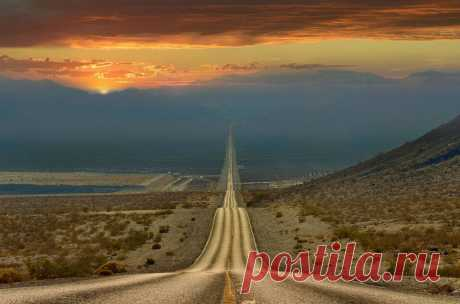 Photo of day. The road through Death Valley, the USA.