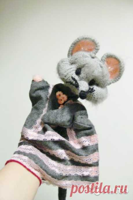 Перчаточная кукла Мышка Игрушка на руку Продам новую  куклу-перчатку на руку для кукольного театраМышка -Норушка.Авторская ручная работа.Вязание, шитьё.