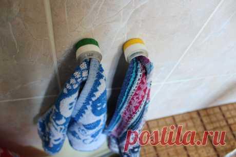 Сделал на кухню удобные держатели для полотенец из простых пластиковых горлышек - показываю что получилось | Дневник оптимиста | Яндекс Дзен