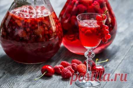 Ягодная наливка «Четыре на четыре»: не забудь перевернуть банку. Как одолжить у ягод аромат, цвет и накопленный за лето сок. - Образованная Сова