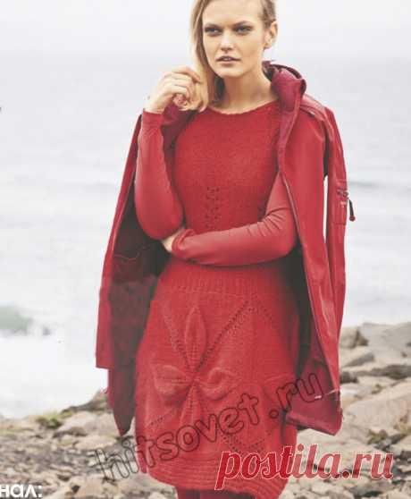 Красное вязаное платье с большими рельефными мотивами - Хитсовет