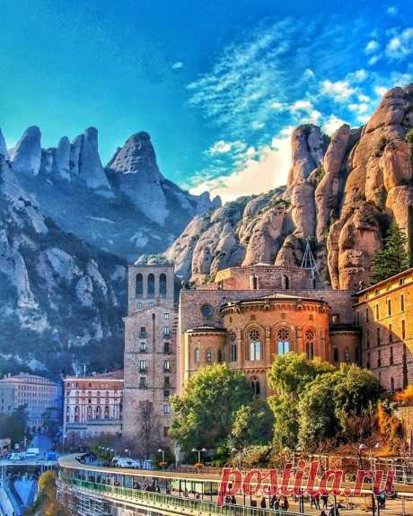 Величественный монастырь Монсеррат. Испания.
