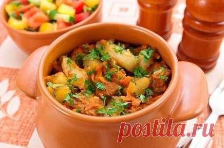 ТОП - 7 Вторые блюда в горшочках  1. Горшочки с мясом, фасолью и грибами  Ингредиенты:  500 г говядины (свинины, баранины) 200 г фасоли 300 г помидоров 300 г грибов 200 г болгарского перца 150 г лука соль перец растительное масло  Приготовление:  Если Вы не любите фасоль, можно ее не добавлять. Вместо маленьких горшочков можно использовать форму для запекания с крышкой, объемом около 2.5 л. Из указанного количества ингредиентов получается 5 средних горшочков, объемом 500 м...