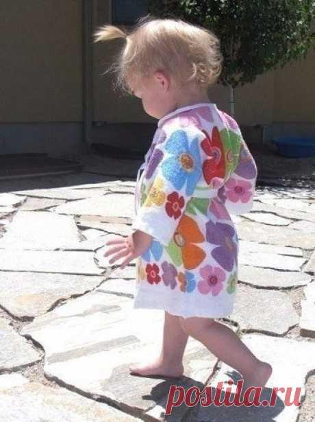 De baño halatik de las toallas para el niño. La Clase maestra