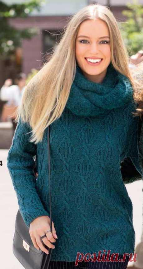 """Утепляемся: Уютный пуловер и тёплый шарф-душегрейка  Рельефные узоры из кос делают весьма эффектным пуловер классического покроя.Незаменимое дополнение в прохладные дни:шарф - петля из уютной фасонной пряжи.        """"Сабрина"""" №10,2017 источник"""