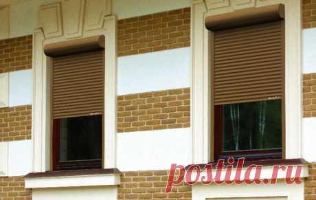 •Рольставни, которые будут прикрывать стеклянные поверхности – двери, окна, крышу. Этот механизм гарантирует надежную защиту и имеет приятный внешний вид, отлично вписывающийся в любой дизайн. Уникальная конструкция позволяет гарантировать безопасность деликатной поверхности во время эксплуатации. •Рольставни, которые комплектуются на гаражные ворота. В отличие от первого типа, для изготовления этой конструкции понадобятся более прочные и габаритные профили, так как массивная модификация