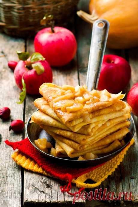 Тыквенные блинчики с яблоками и корицей