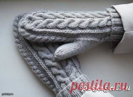 Knitted mittens with braids