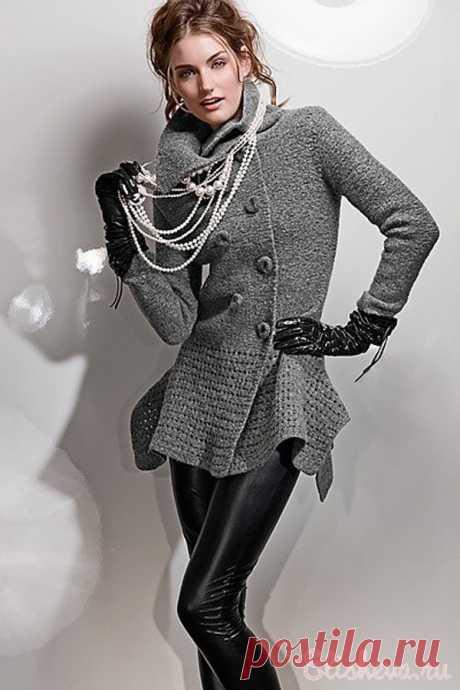 Экстравагантный жакет серого цвета вязаный спицами и крючком