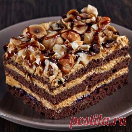 La torta de chocolate «los cuentos Árabes» \u000aLos ingredientes para la torta «los cuentos Árabes»:\u000aPara el test:\u000aEl cacao – 4 art. de l. Con el montecillo\u000aLa mantequilla – 150г\u000aLos huevos – 2 piezas\u000aEl tormento – 300г\u000aLa sosa – la pulgarada\u000aEl cilindro rompedero – 2 h. L.\u000aPara la crema:\u000aUn gran limón – 1 pieza\u000aEl azúcar – 200г\u000aLa mantequilla – 150г\u000aLa sémola – 4-5 art. de l.\u000aLa leche – 200 ml.\u000aPara el glaseado:\u000aEl chocolate amargo o de leche por gusto – 200г\u000aLa preparación:\u000aEn la escudilla ancha verter el azúcar, romper los huevos y triturarlos antes de la formación de la masa espesa blanca...