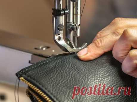 Как шить кожу на швейной машинке: на что обратить внимание Главное при шитье кожи – помнить об особенностях этого материала, правильно подобрать инструменты и не бояться. Всё обязательно получится!