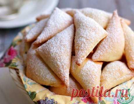Сдобные треугольники с изюмом и орехами – кулинарный рецепт