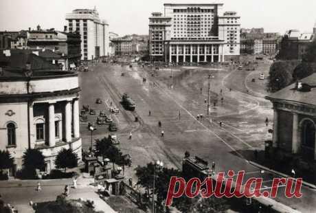 Manezhnaya square, 1930s  |  Pinterest • Всемирный каталог идей