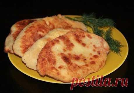 Пирожки-лепешки с картошкой и сыром.